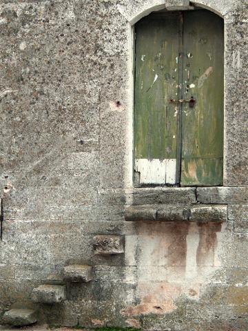 useless-stone-stairs-1231270-639x852